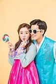 Enjoyable Korean man and woman couple wearing hanbok