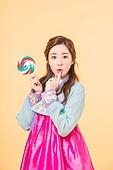 happy Korean woman wearing a hanbok