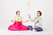 Korean couple playing traditional games