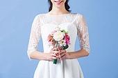한국인, 여성, 신부 (결혼식역할), 결혼, 웨딩드레스 (드레스), 미소, 행복, 부케, 가슴 (몸통)