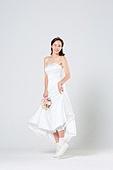 한국인, 신부 (결혼식역할), 웨딩드레스, 결혼, 윙크, 점프, 미소, 대만족 (컨셉)