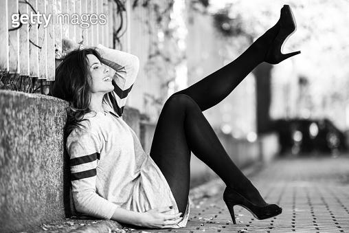 블랙앤화이트 모델컷