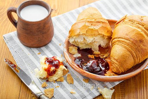 Croissant & Fried Egg