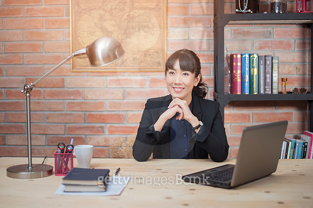 그녀의 사무실