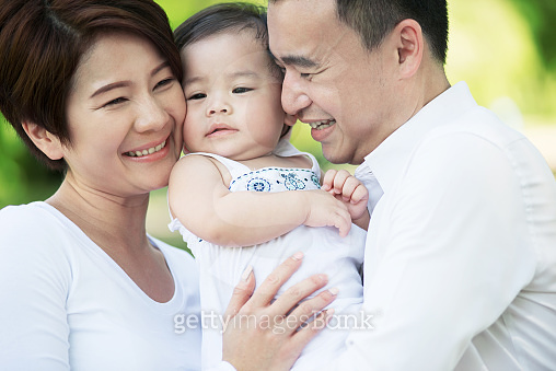 동양인 가족 (실외)