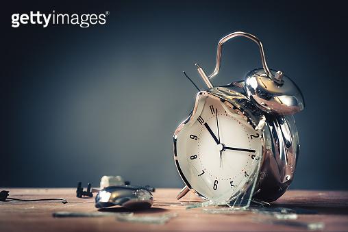 고장난 시계