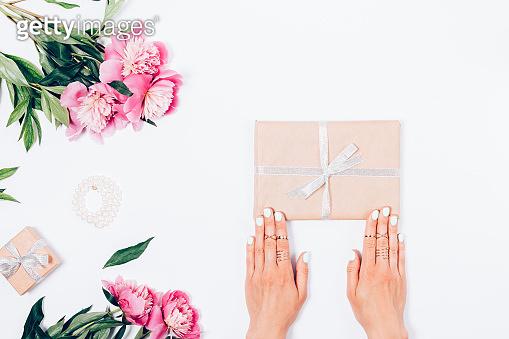 Gift & flower