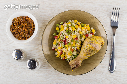 Fried chicken leg with vegetable mix in brown plate