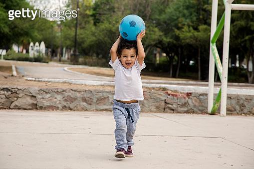 엄마와 아이의 축구경기