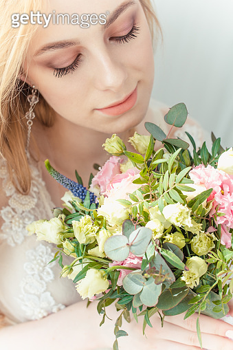 The bride and flowers