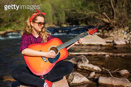 기타치는 소녀