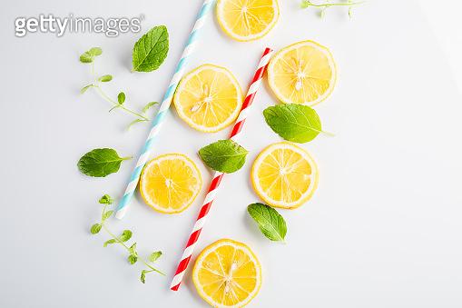 Paper straws and lemon slices