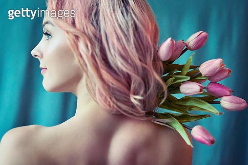 꽃처럼 아름다운 여인