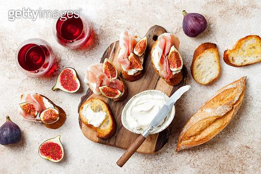 Crostini with prosciutto