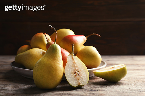 Plate with pears