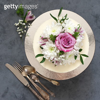 Flowers decorated cake