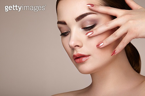 Beauty brunette woman with perfect makeup