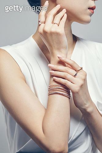 Hand motion & Jewelry