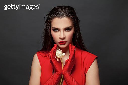 빨간 드레스 입은 여자