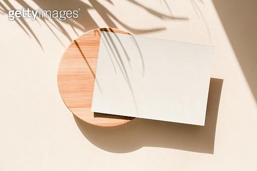 그림자가 있는 카드 목업