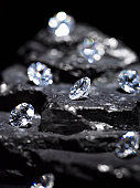 Small diamonds on layered coal (differential focus)