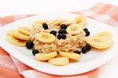 oatmeal for breakfast with bananas and black currant
