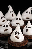 Cake ghosts for Halloween