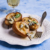 Baked pears with nuts