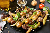 Chicken liver and vegetables skewers