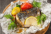Mackerel baked with tomatoes in foil