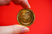 The gold coin which was able to hold onto the finger
