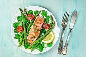 Grilled salmon with asparagus and green salad