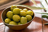 Fresh green olives i