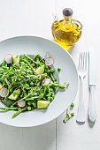 Green salad with spinach, radishes, asparagus and oil