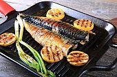 Mackerel fillet grilled with lime slices