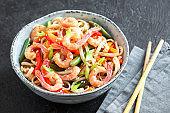 Stir fry with noodles, shrimps (prawns) and vegetables