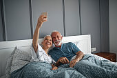 Couple who laugh together, live longer