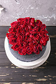 Wedding cake with flowers. Wedding details - wedding cake with roses.