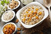 Oatmeal with raisin
