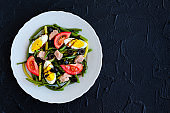 Warm salad with green beans, tuna, tomatoes and boiled eggs