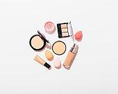 Set for natural makeup of foundation