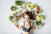 Portrait of a sports woman with healthy food
