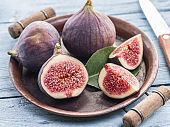 Ripe fig fruits on in the old tray.