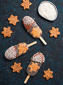 Chia popsicle with raw carrot cake and chocolate