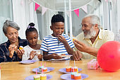 Family eating cupcakes