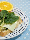 Spinach sandwich and fruit