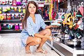 woman purchasing pet bowls in pet shop