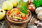 Meat baked with quince and vegetables