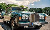 Exclusive Luxury green car Rolls Royce Silver shadow II