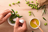 Elaboration of olive oil essence for body and culinary care